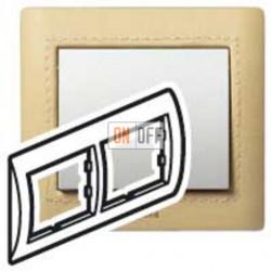 Рамка двойная, для горизонтального монтажа Legrand Galea Life, светлая кожа 771991